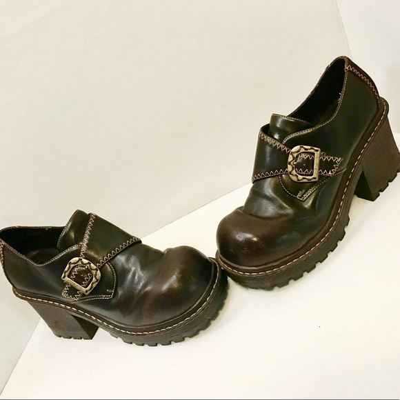 2e80b08722dc lei Shoes - Vintage LEI brown platforms with chunky heels